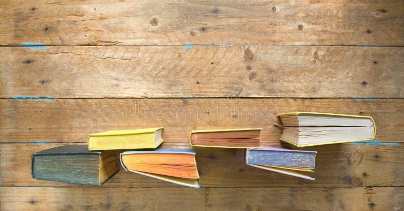 Imite para arriba para leer, educación, literatura, aprendiendo w fila de libros, endecha plana, espacio de la copia imágenes de archivo libres de regalías