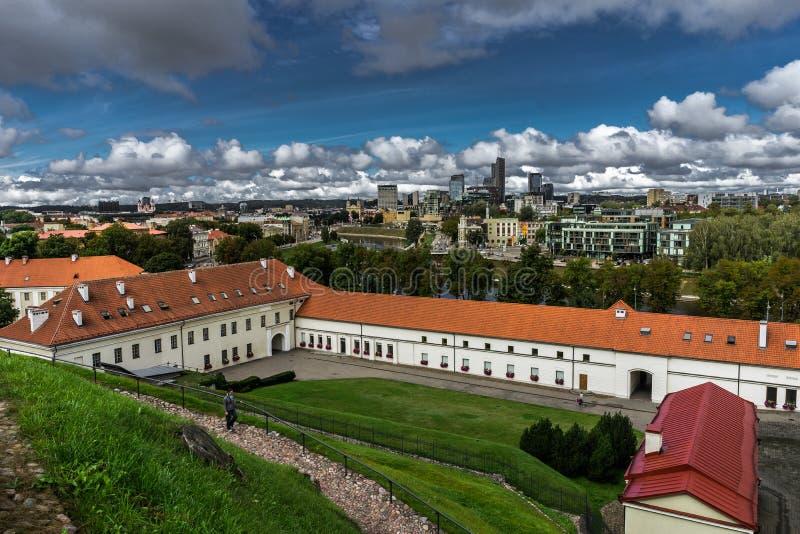 Immagine aerea del fuco di Tallin Estonia dalla collina di Toompea con la vista dalla chiesa della cupola, Tallinn, Estonia fotografia stock libera da diritti