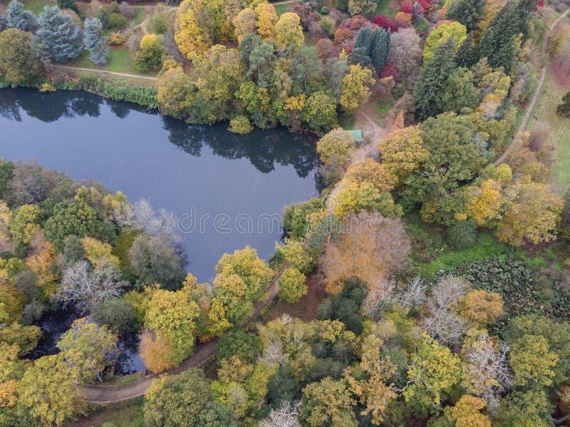 Immagine aerea del paesaggio del fuco di stordimento del paesaggio vibrante variopinto sbalorditivo della campagna di Autumn Fall fotografia stock