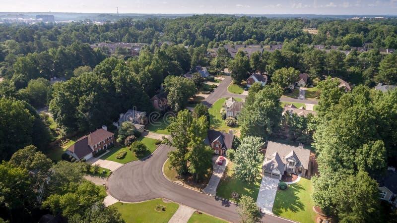 Immagine aerea delle case suburbane tipiche negli Stati Uniti del sud fotografie stock libere da diritti