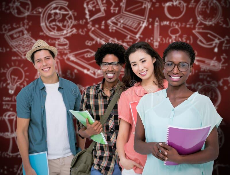 Immagine composita degli studenti alla moda che sorridono insieme alla macchina fotografica fotografie stock libere da diritti