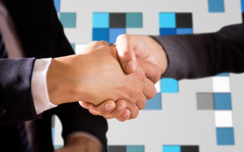 Immagine composita dei corporates maschii e femminili che stringono le mani fotografia stock libera da diritti