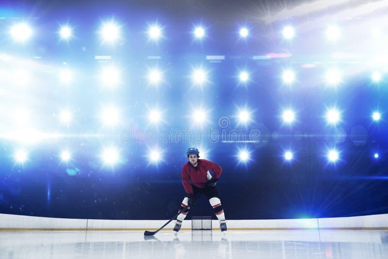 Immagine composita del giocatore che gioca hockey su ghiaccio immagini stock libere da diritti