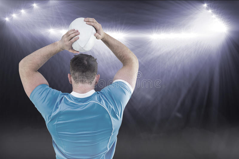 Immagine composita del giocatore di rugby che getta la palla 3D fotografia stock libera da diritti