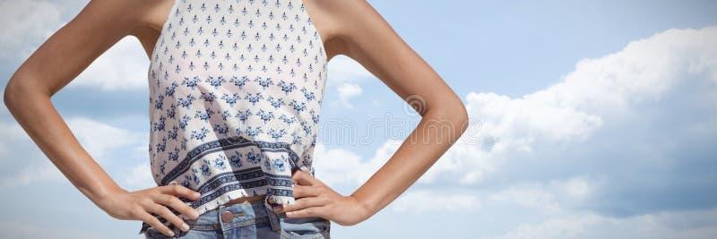 Immagine composita del primo piano di una donna con le sue mani sulle anche fotografia stock