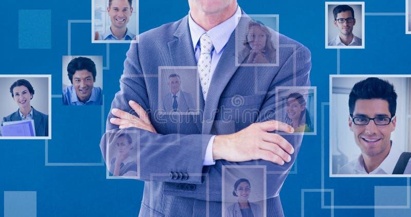 Immagine composita del ritratto delle mani diritte sorridenti dell'uomo d'affari piegate fotografia stock libera da diritti