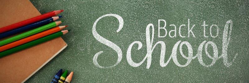 Immagine composita dell'immagine digitale di nuovo al testo di scuola fotografia stock