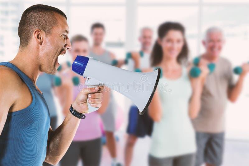 Immagine composita dell'istruttore maschio arrabbiato che urla tramite il megafono fotografie stock