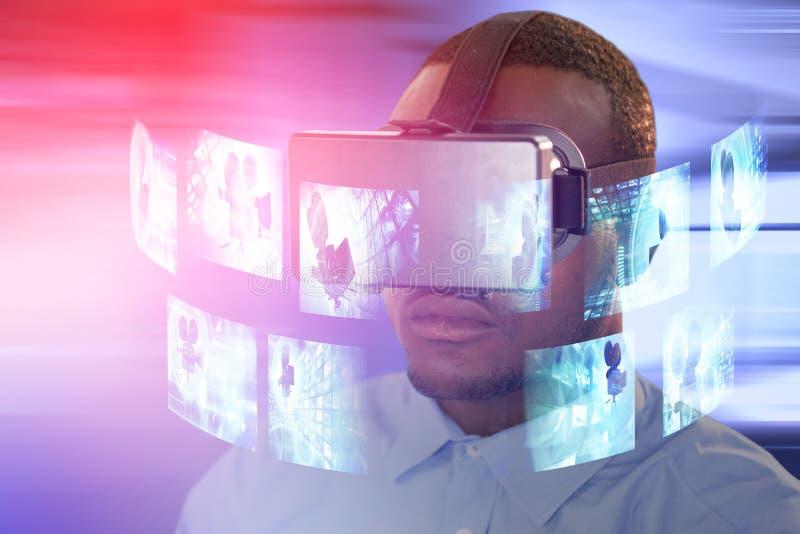 Immagine composita dell'uomo con la cuffia avricolare di realtà virtuale immagine stock libera da diritti