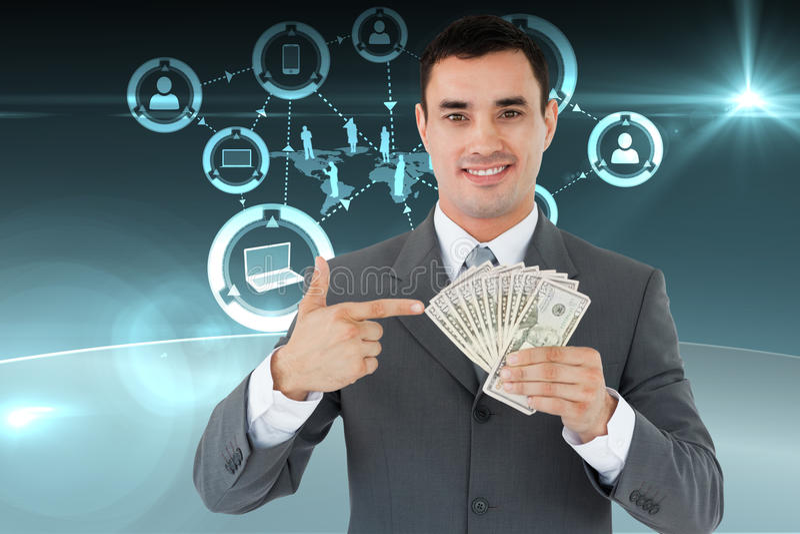 Immagine composita dell'uomo d'affari che indica alle banconote in sua mano fotografia stock libera da diritti