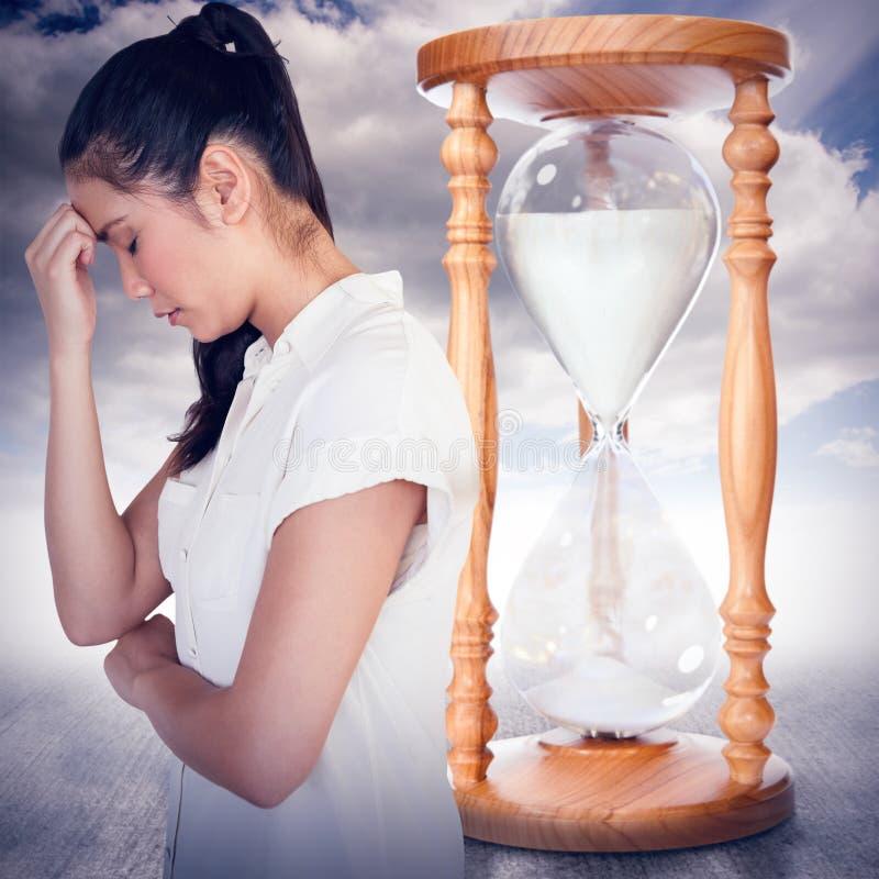 Immagine composita della donna di affari casuale di ribaltamento con la testa piegata immagine stock