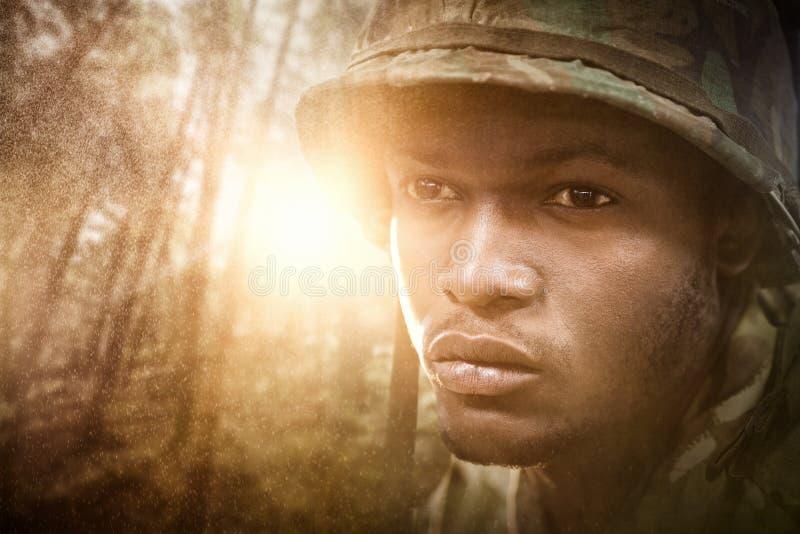 Immagine composita della fine su del soldato militare immagine stock