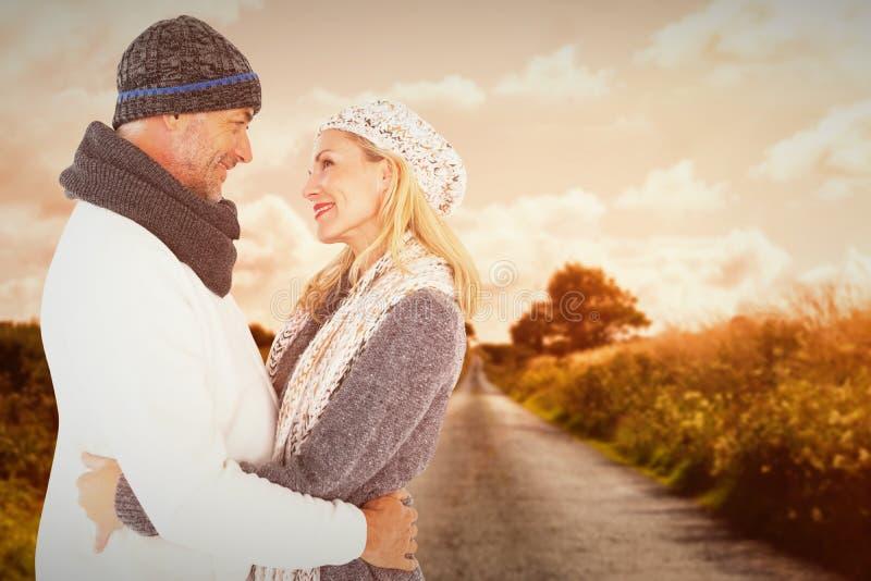 Immagine composita della moglie felice della tenuta del marito mentre esaminandose fotografia stock libera da diritti
