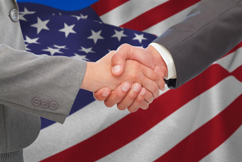 Immagine composita della stretta di mano fra due genti di affari immagine stock
