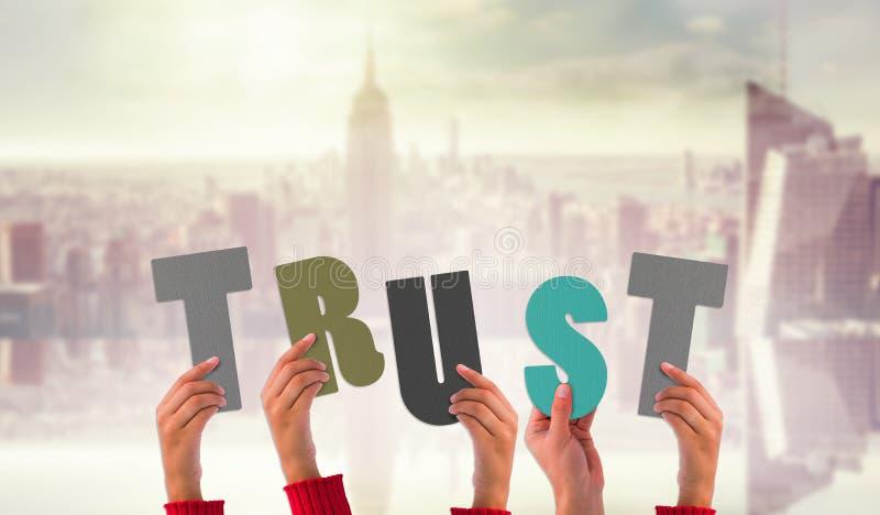 Immagine composita delle mani che mostrano fiducia fotografia stock libera da diritti