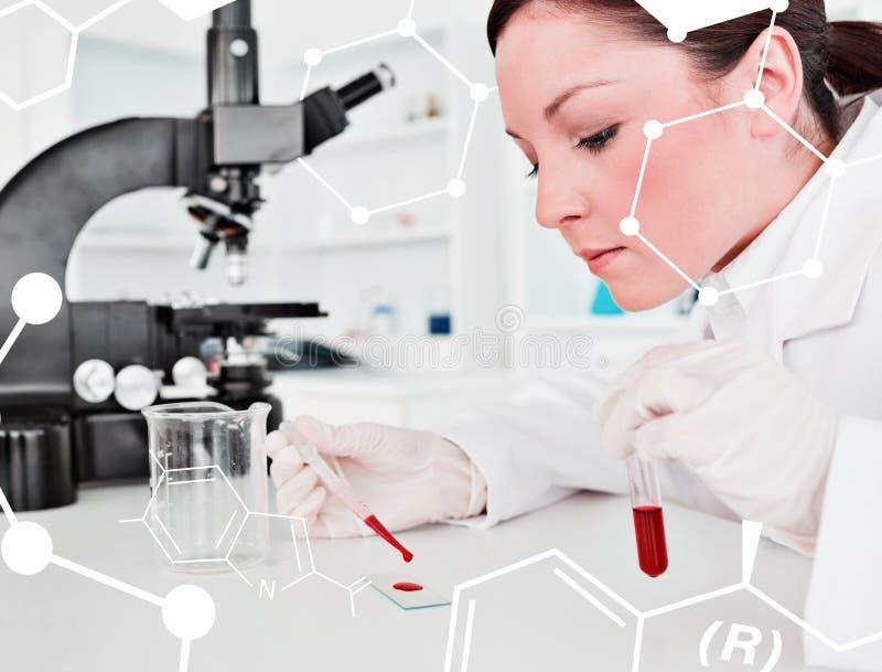 Immagine composita dello scienziato femminile dai capelli rossi sveglio che fa un esperimento in un laboratorio illustrazione vettoriale