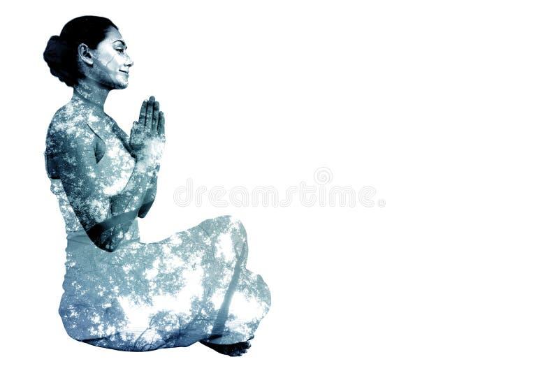 Immagine composita di castana contento nella seduta bianca nella posa del loto fotografia stock libera da diritti