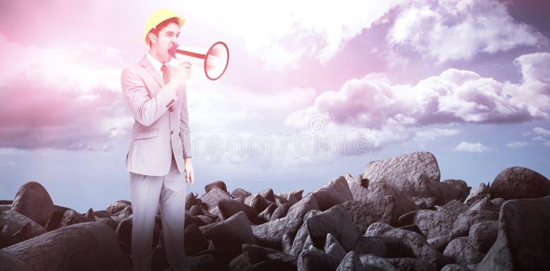 Immagine composita di giovane architetto che urla con un megafono fotografia stock