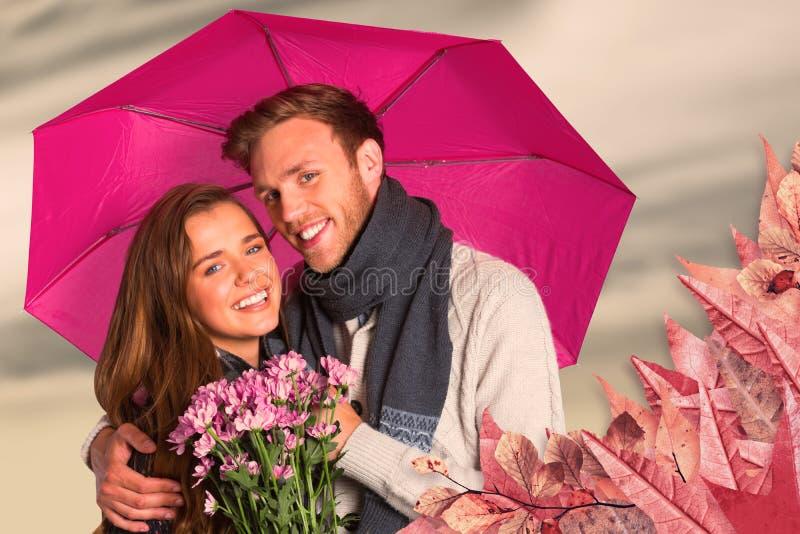 Immagine composita di giovani coppie allegre con i fiori e l'ombrello fotografia stock