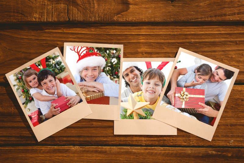Immagine composita di piccola figlia sorpresa che apre un regalo di Natale con suo padre fotografie stock libere da diritti