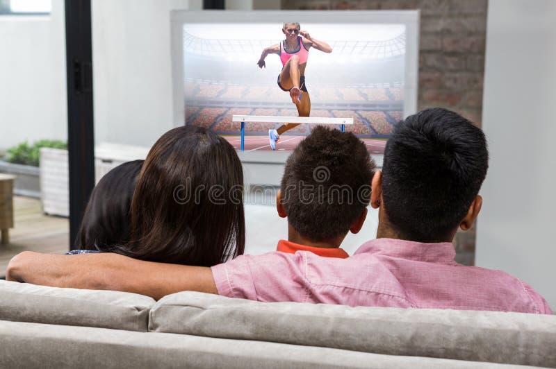 Immagine composita di salto di pratica di manifestazione della donna atletica immagini stock