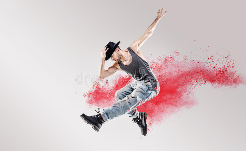 Immagine concettuale del ballerino hip-hop fra polvere rossa immagini stock libere da diritti