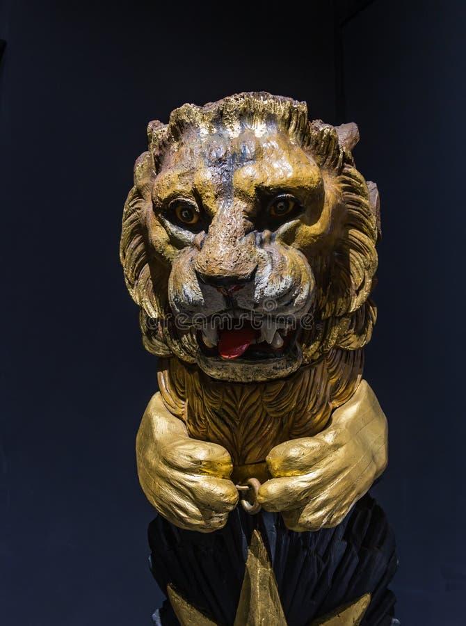 Immagine d'annata della testa di un leone sull'arco di una nave a Costantinopoli, Turchia fotografia stock libera da diritti