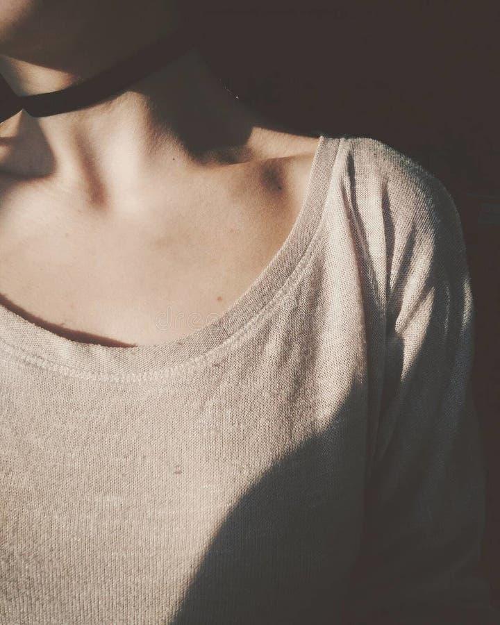 Immagine del collo della ragazza del corpo delle ragazze delle parti del corpo fotografie stock