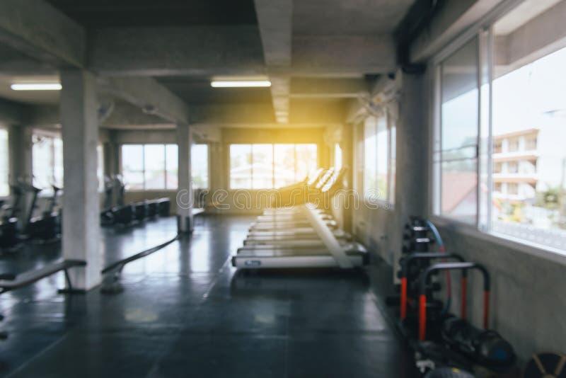 Immagine del fondo concentrare della sfuocatura della palestra dell'estratto, dell'interno immagine stock libera da diritti