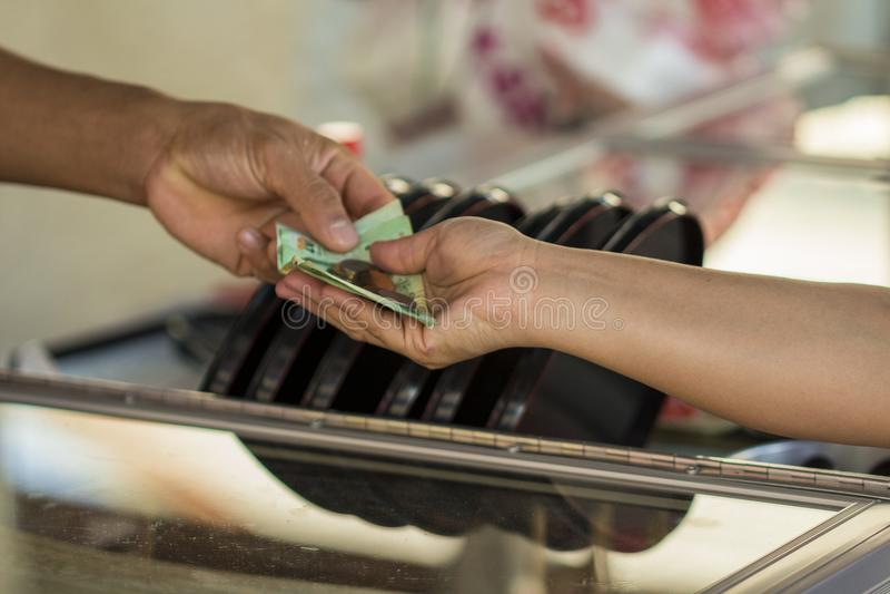 Immagine del pagamento in contanti, acquisto, vendita, ricevuta immagine stock libera da diritti