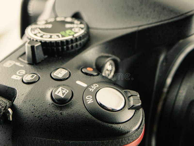 Immagine del primo piano della macchina fotografica di DSLR bottone dell'otturatore del primo piano per fotografia fotografie stock libere da diritti