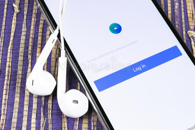 Immagine dell'applicazione Facebook Ads sulla schermata Apple iPhone X icona dell'app Facebook Business Facebook ADS, applicazion immagini stock libere da diritti