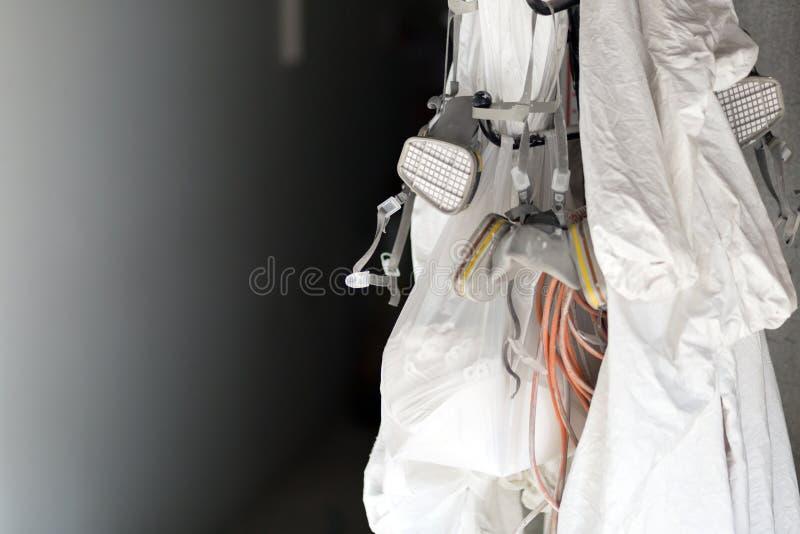 Immagine dell'uniforme protettiva e dell'attrezzatura di spruzzatura immagini stock