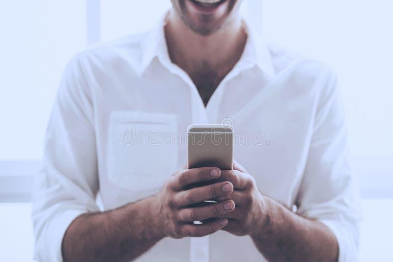 Immagine dell'uomo d'affari bello in camicia classica immagine stock