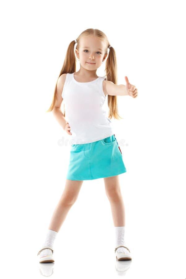 Immagine della bambina affascinante che mostra i pollici su immagine stock libera da diritti