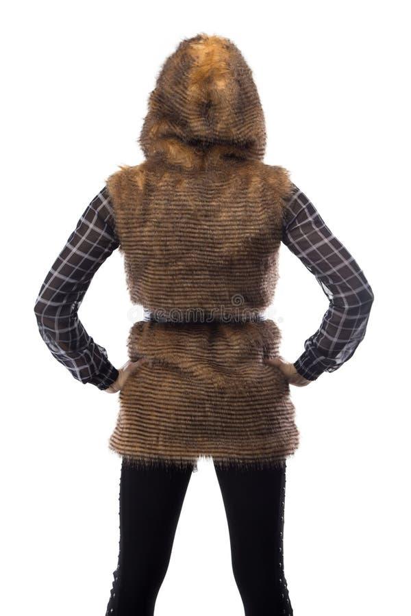 Immagine della bionda in rivestimento marrone della pelliccia, dalla parte posteriore fotografia stock