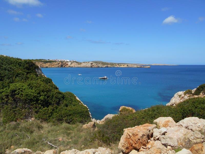Immagine della costa dell'isola di Baeutiful Menorca in Spagna Un paradiso naturale fotografia stock libera da diritti