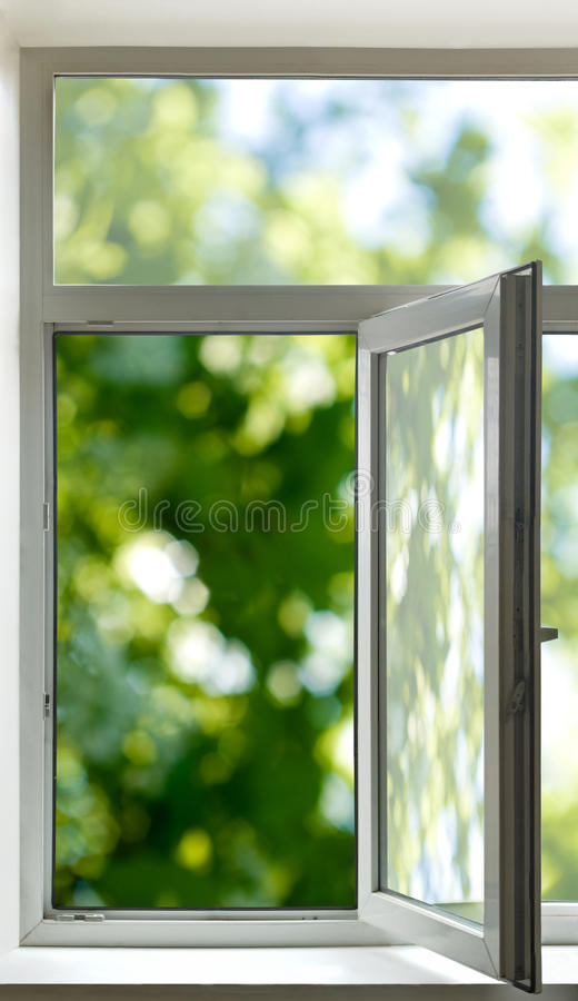 Immagine della fine della finestra aperta su immagini stock