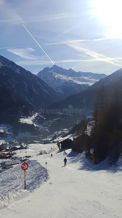Immagine della pista giù nella valle immagini stock libere da diritti