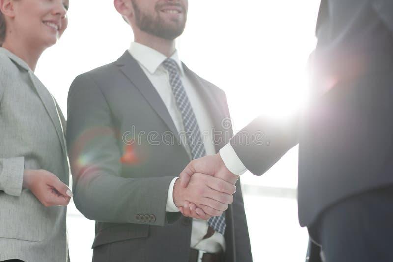 Immagine della stretta di mano dei soci commerciali immagini stock libere da diritti