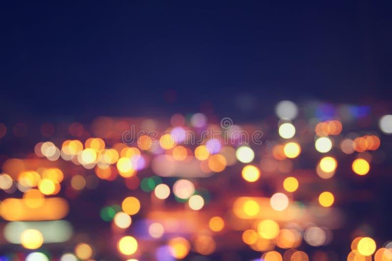 Immagine delle luci defocused vaghe variopinte del bokeh concetto di vita notturna e di moto fotografie stock