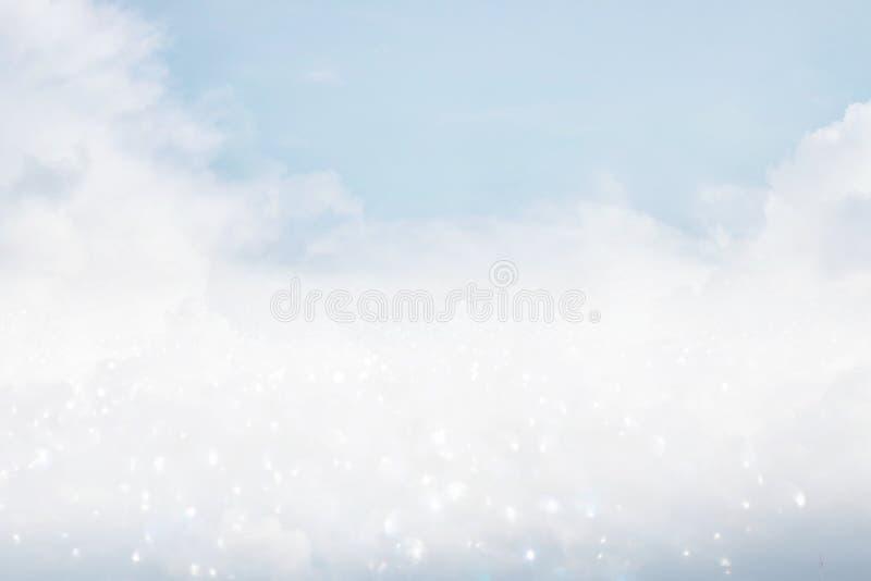immagine delle nuvole nel cielo blu con scintillio fotografia stock libera da diritti