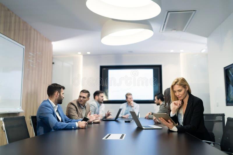 Immagine delle persone di affari che hanno riunione nell'auditorium fotografie stock