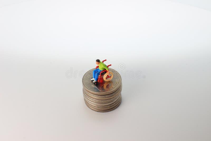 Immagine delle spese mediche di mini figura immagini stock libere da diritti