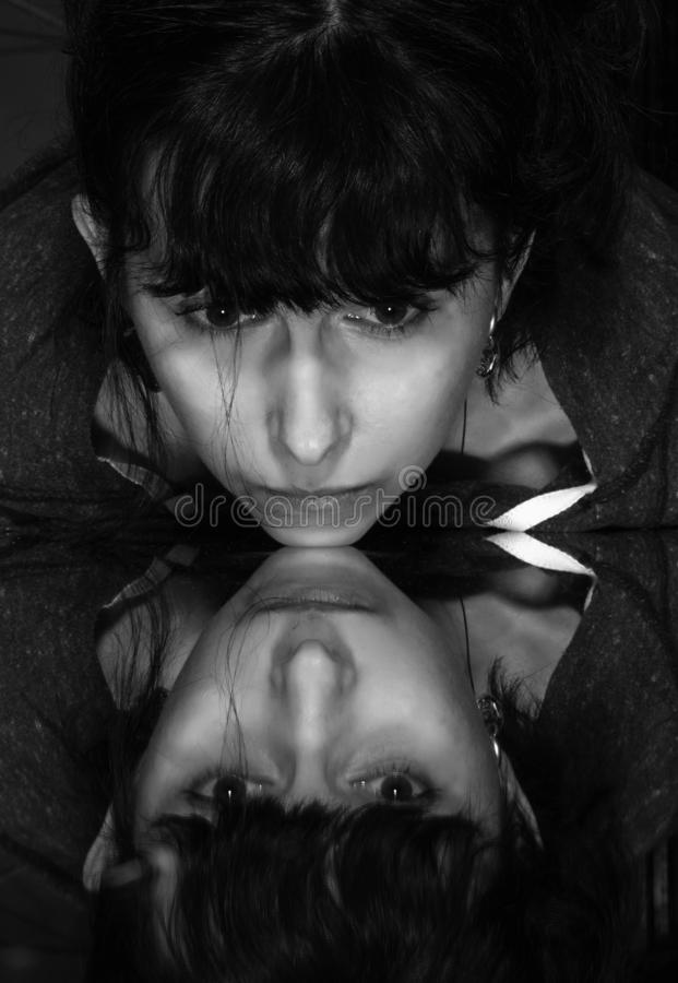 Immagine di arte della donna con lo specchio fotografia stock libera da diritti