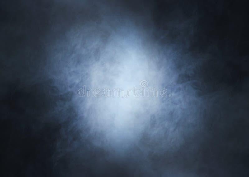 Immagine di Backgroung di un fumo e di una luce blu profondi immagini stock libere da diritti