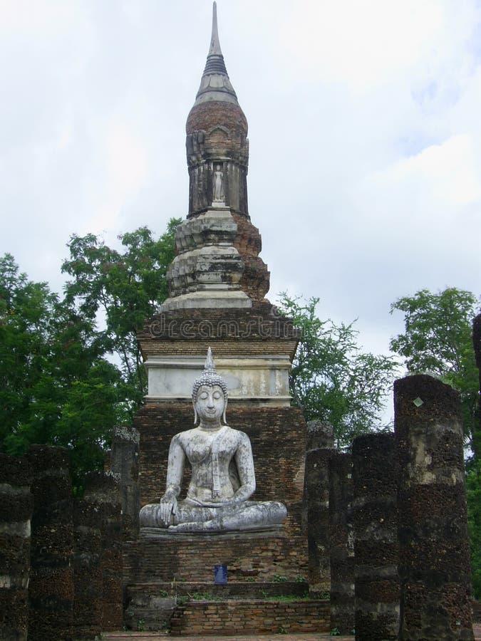 Immagine di Buddha e vecchia pagoda immagine stock libera da diritti