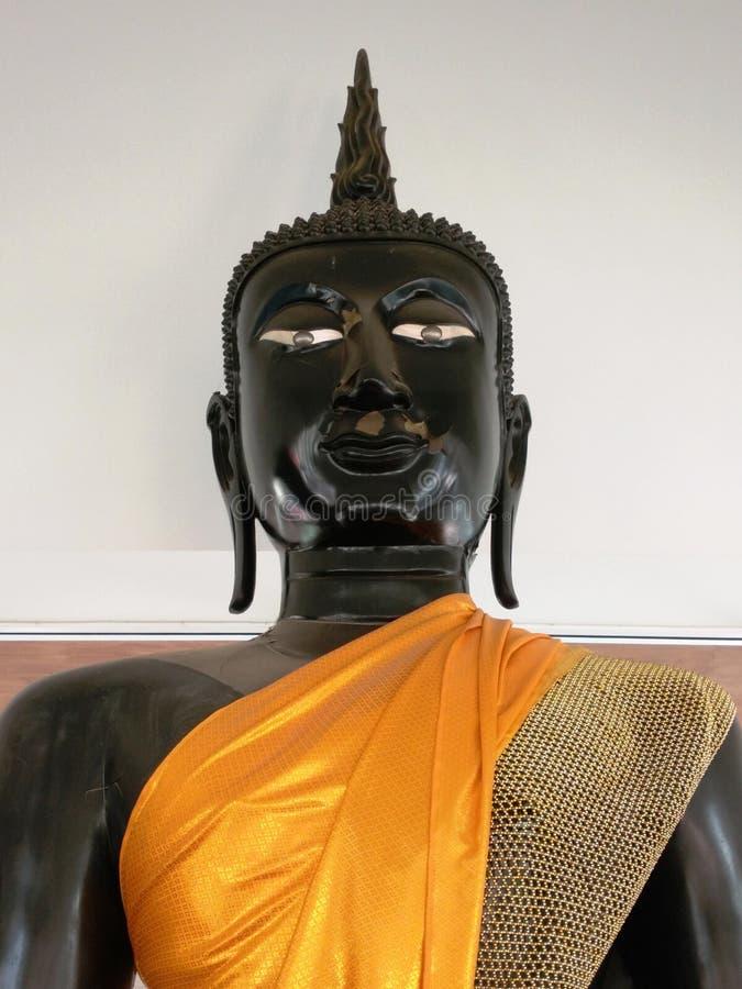 Immagine di Buddha nel tempio buddista fotografia stock
