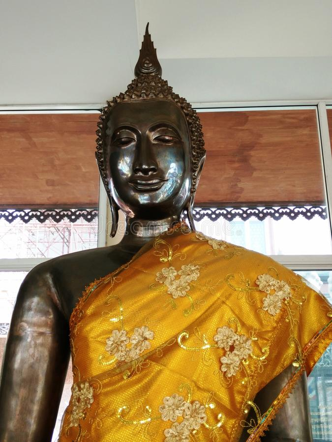 Immagine di Buddha nel tempio buddista fotografia stock libera da diritti