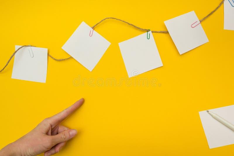 Immagine di concetto di crescita di affari per il fondo giallo di crescita di affari immagini stock